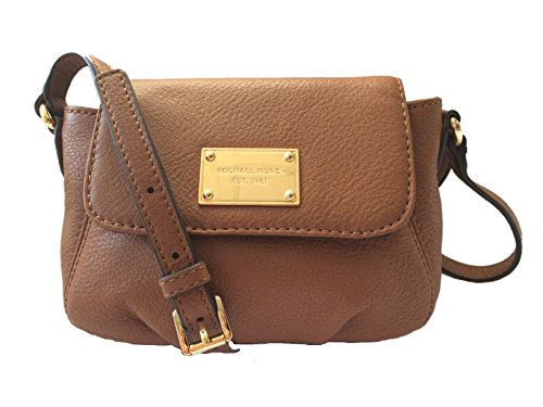 c6c575526901 Michael Kors is a well known brand among women and they re popular for  their good quality crossbody and handbags. This soft crossbody bag from  Michael Kors ...