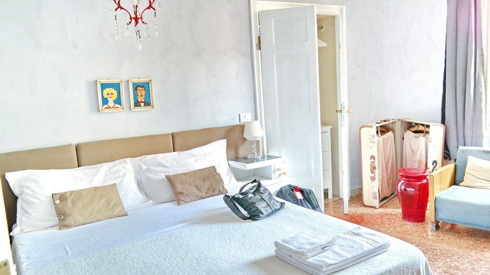Where_To_Stay_In_Verona_Italy_Best_Places_To_Stay_In_Verona_Low_Rates_Hotels_Apartments_BB_Casapiu_Piazza_Erbe_1
