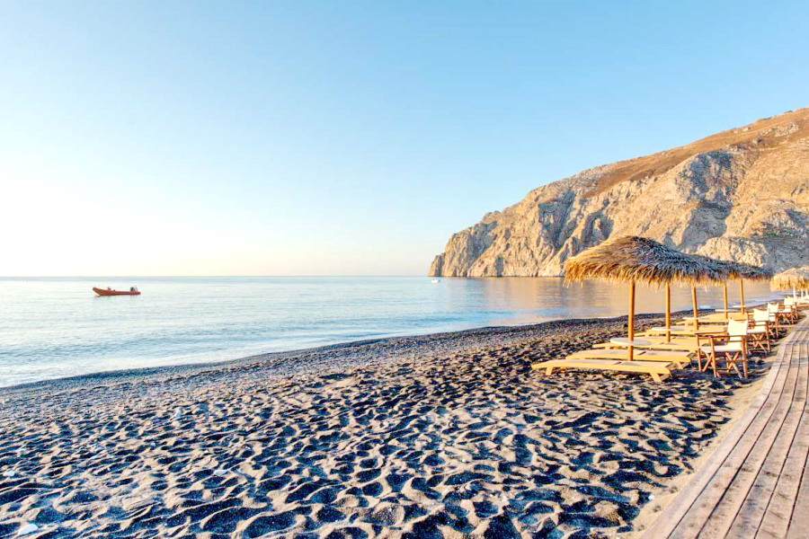 3_Things_to_do_in_Santorini_Greece_Kamari_Beach