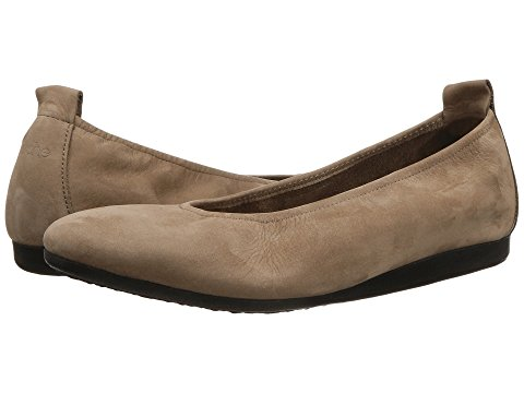 8 Comfortable Walking Shoes Europe Arhce Women's Laius Ballet Flat Taupe